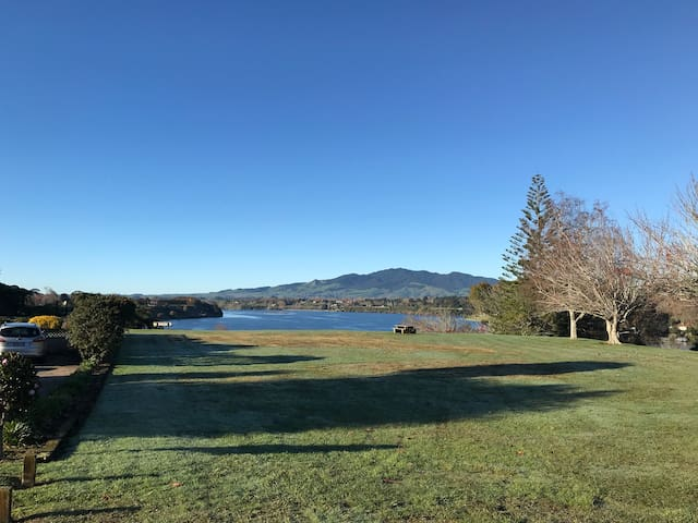 Beautiful Karapiro Lakeside double rooms