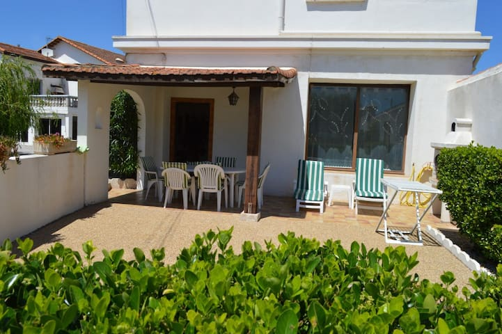 Villa-type apartment with nice terrace. Sleeps 4/6 - Agde - Appartement
