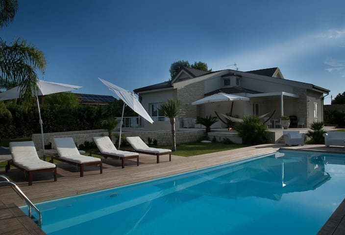 Villa Giasa: Modern Luxury Villa with Pool 350 mters from the Sant Beach,