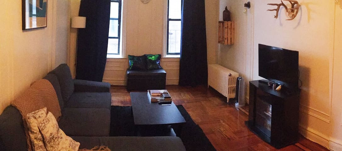 Large & Charming 1BR Apartment in Sunnyside