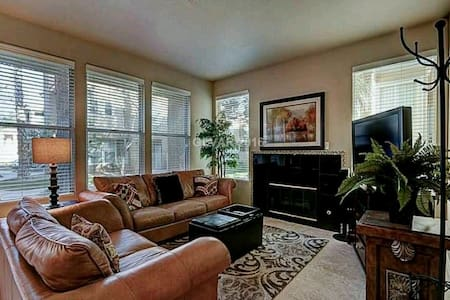 BEAUTIFUL 2BR HOME, QUIET, SECURE! - Henderson