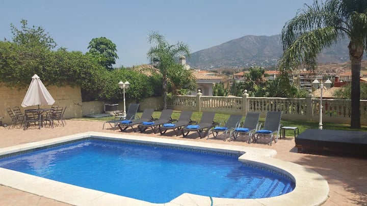 4 bedrooms, great location, heated pool and gym