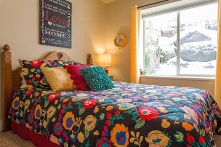 Private Comfy Queen Room - Alpine