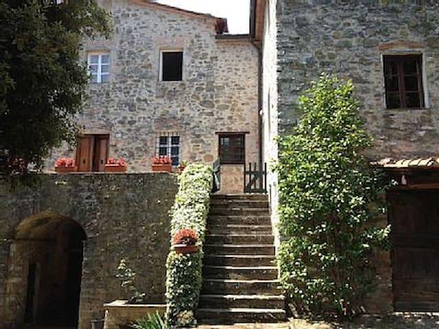 Casa immersa nel verde, vista stupenda - Pieve di Brancoli - Villa