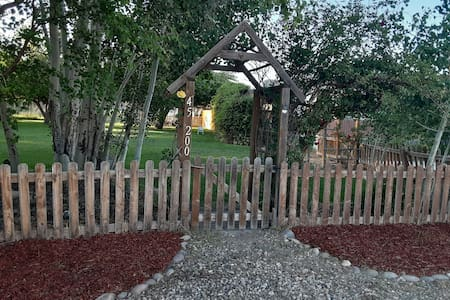 2 bdr 1 bath, fire pit, lawn for tents, treehouse