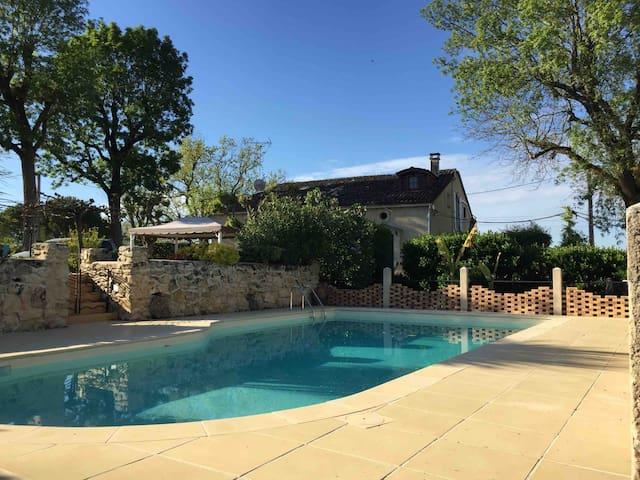 Maison rénovée avec piscine proche Saint-Emilion