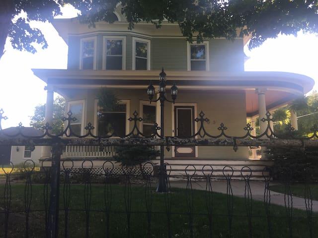 Guest House & Short-term Rental