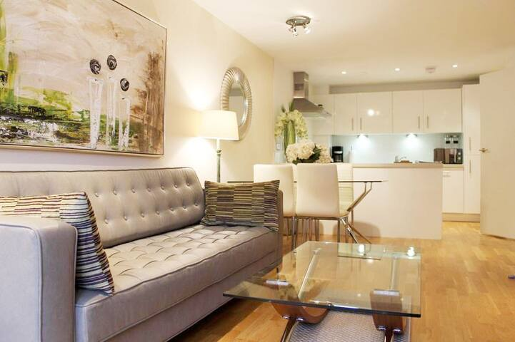 Town Centre Luxury Executive Apartment