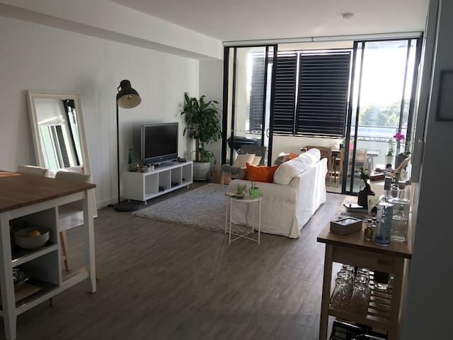 Brand new charming apartment + 12 min to City