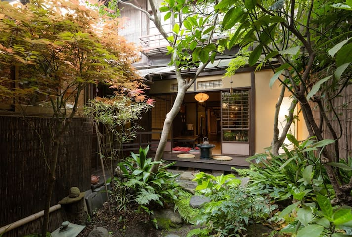 【Triple】100 Year old Machiya Guest House close to Heian Shrine in Kyoto (up to 3 people) 京都 平安神宮近く。築100年の町家ゲストハウス和楽庵