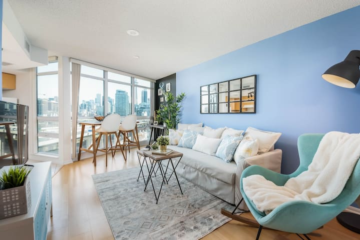 RATE DROP! - Clean and Sanitized - Cityscape Condo in Fort York (CN Tower View)