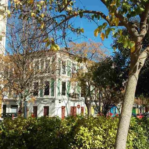 Market place. House since 1916.