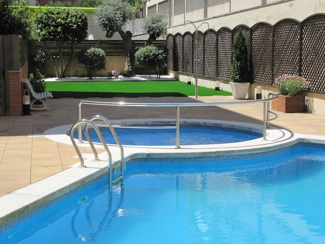 Duplex con 2 terrazas, piscina, Wifi, AC y parking - Lloret de Mar - Appartement