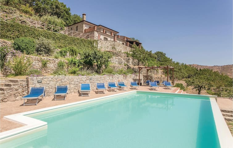 Holiday cottage with 5 bedrooms on 210 m² in Graniti (ME)