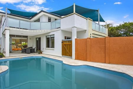 Modern Family / Executive Home - Blue Bay - Haus
