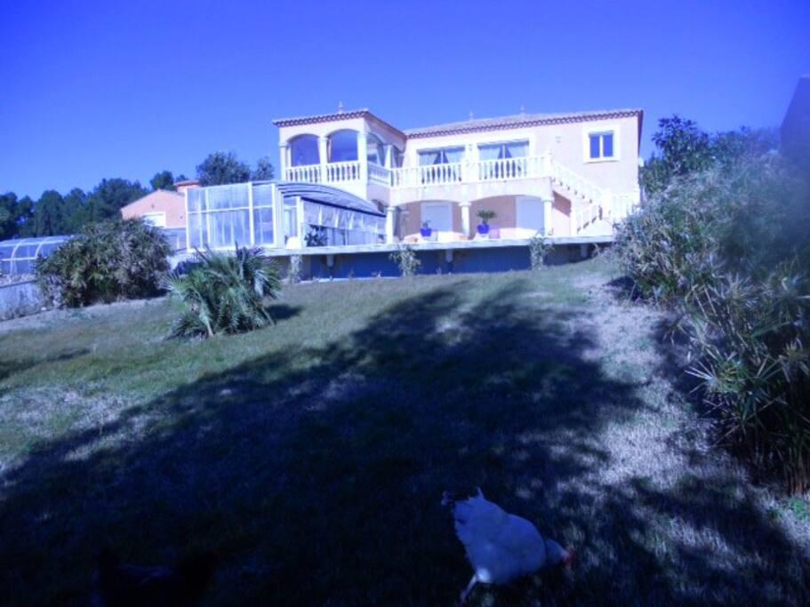 Rdc superbe maison avec piscine villas louer nissan - Hotel avec jacuzzi dans la chambre midi pyrenees ...