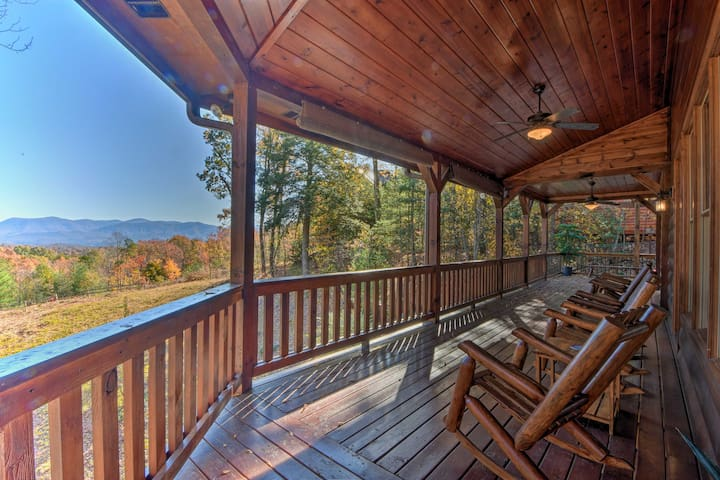 NEW! Year-Round Mountain Views Hideaway w/ Hot Tub