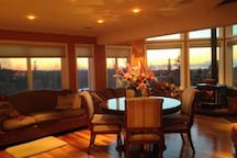 Great Room & dining table with views