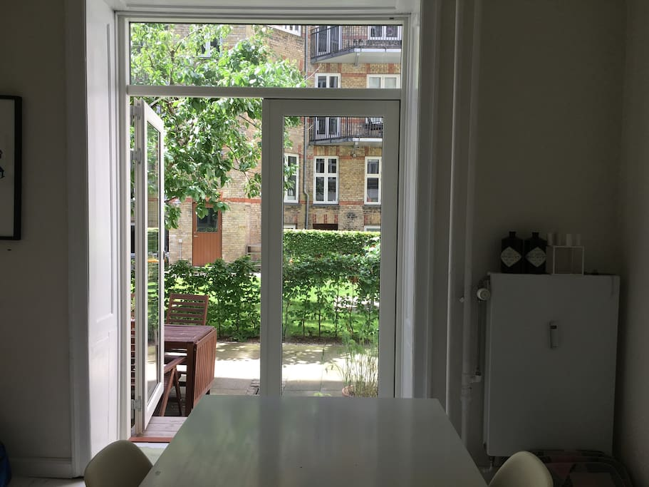 Dining room with exit to the graden