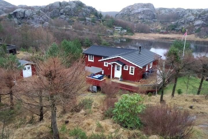 Koselig hytte på Jæren, på Ogna, nær vann og sjø