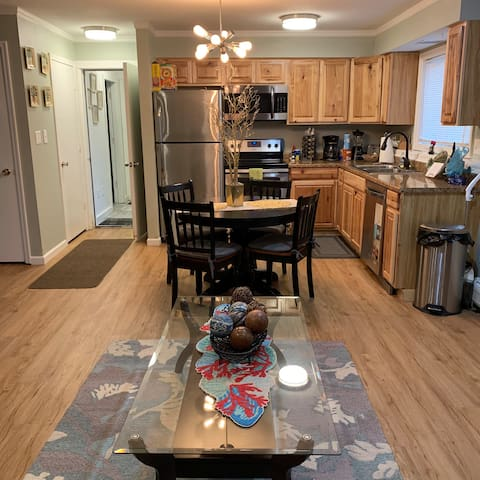 Turnagain Vacation Apartment Rentals  WiFi/Netflix