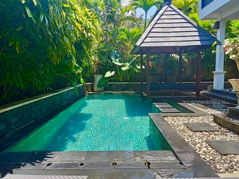 Beautifully private, and sunny pool