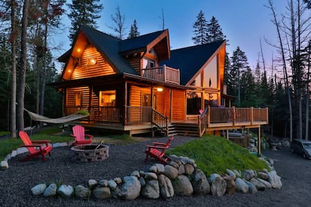 Adirondack hilltop custom log home w mountain view