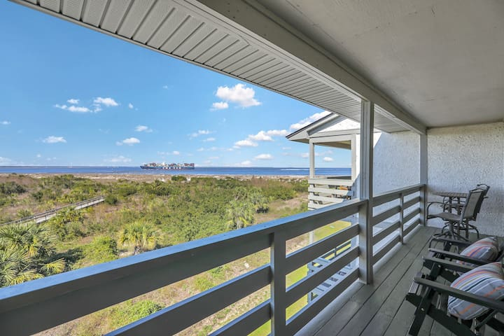 Top floor, oceanfront oasis on Tybee's North Beach