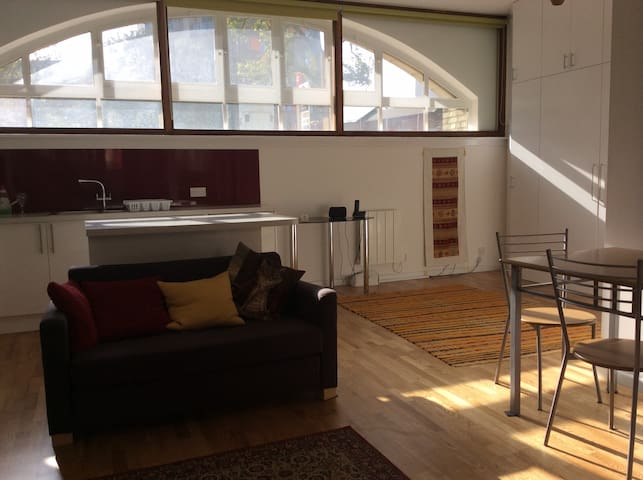 London Renovated Studio Flat in Limehouse - London - Apartment