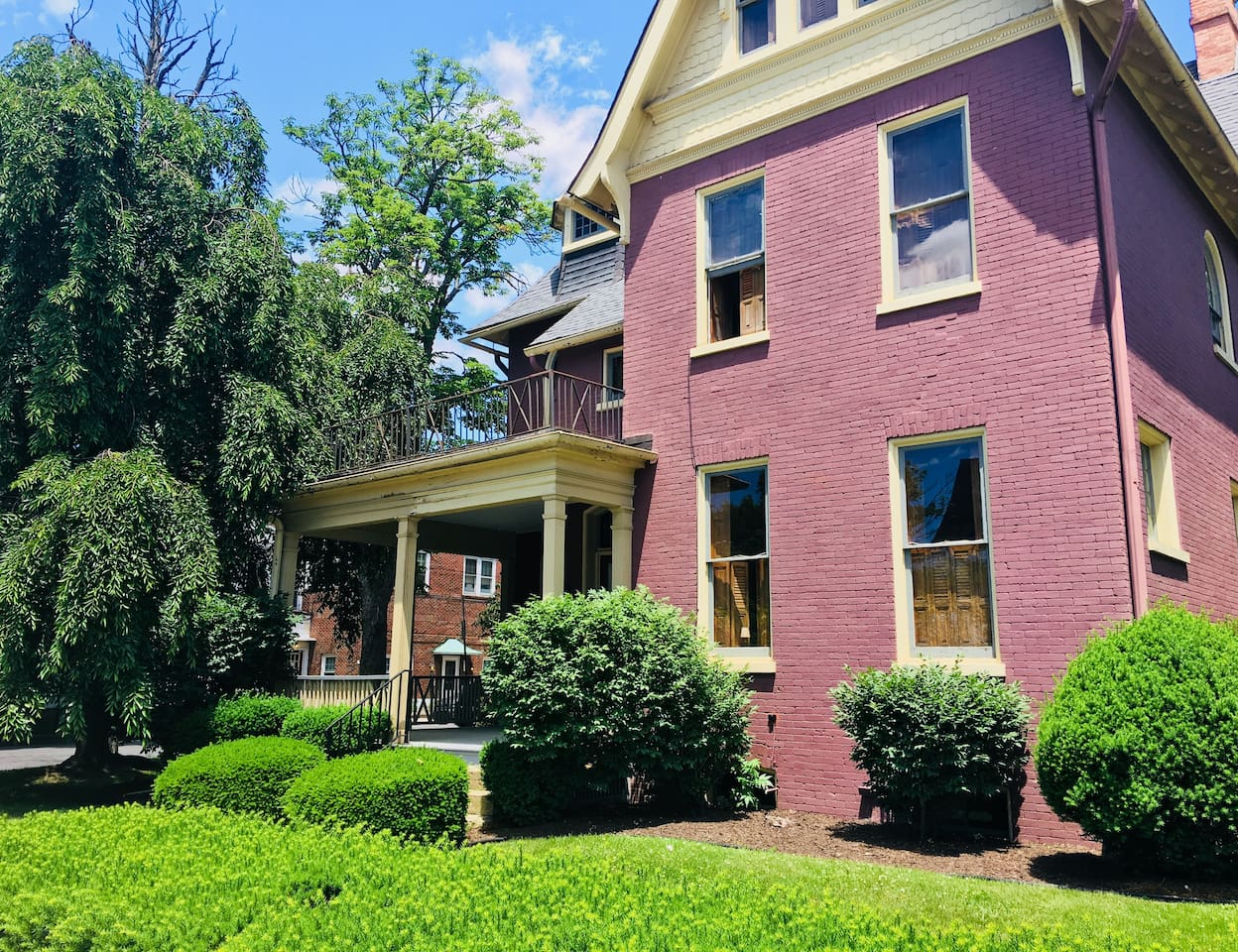 Historic Frederick's House - Downtown Lock Haven! A close walk to just about everything.