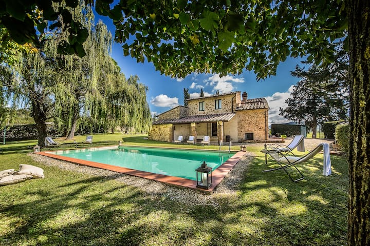 Charming Villa with private heated pool