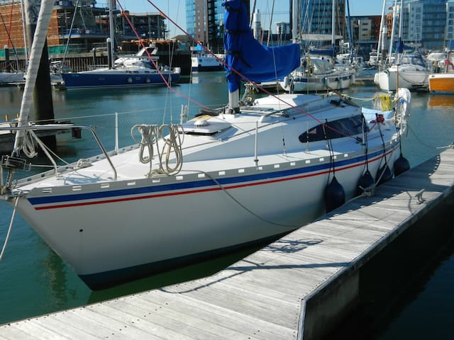 Yacht in Ocean Village Marina Southampton +Parking - Southampton - Barco