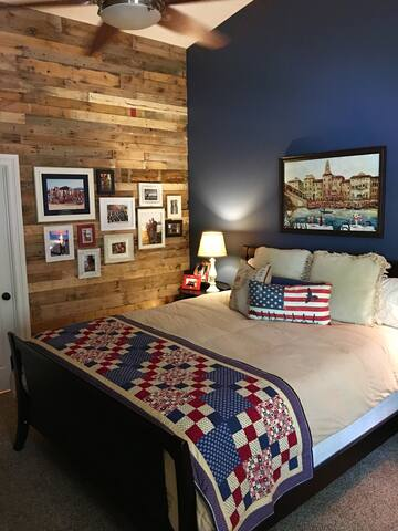 Red, White and Blue Private Bedroom