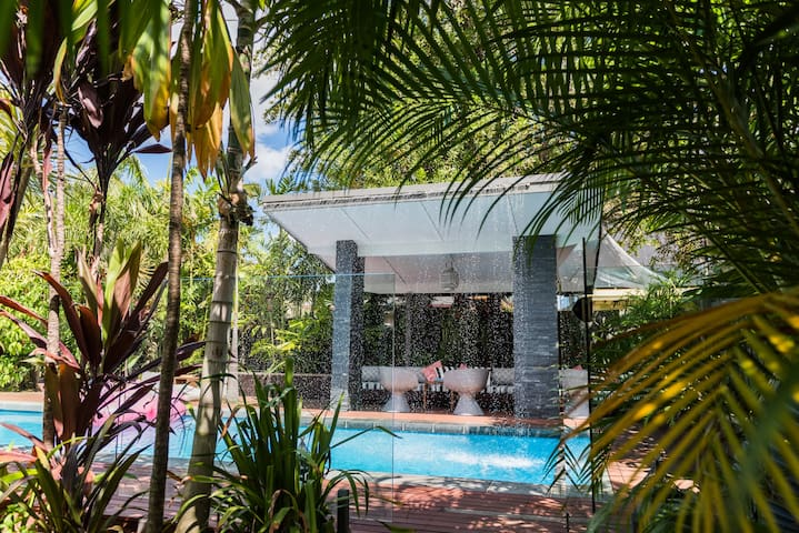 Tropical Pool Luxe & Heritage House - Ascot - Talo