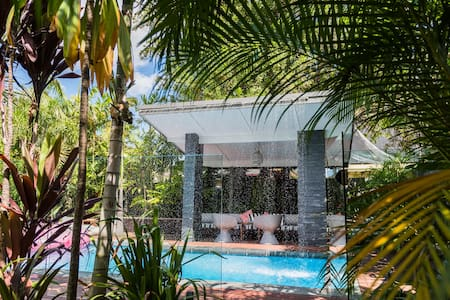 Tropical Pool Luxe & Heritage House - Ascot - House