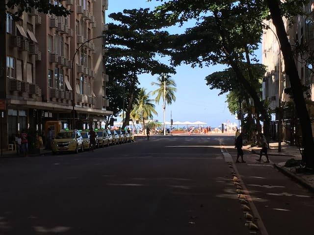 Apartamento a poucos metros da praia de COPACABANA