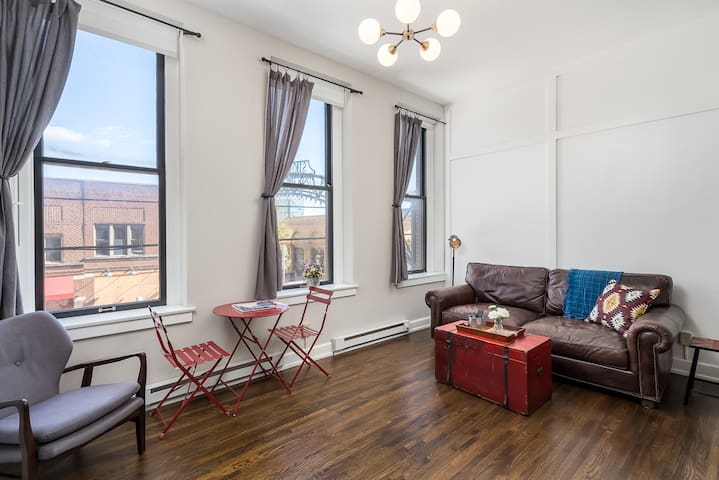 Historic Studio Loft - Prime Location & Parking!