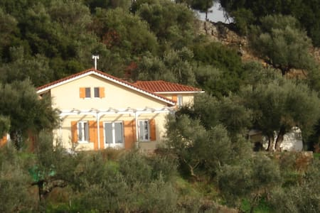 Huis met mooi panoramisch uitzicht - Kalamata