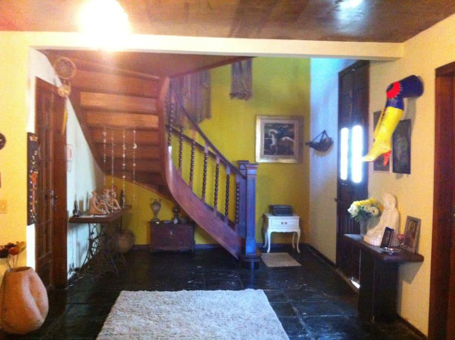 corredor que leva ao segundo andar dos quartos