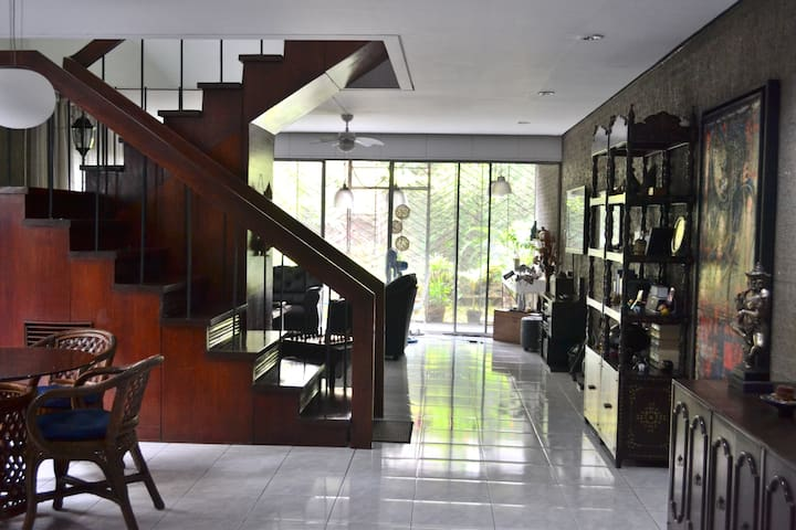 Rent a Room Makati 250m Greenbelt - Makati City - House