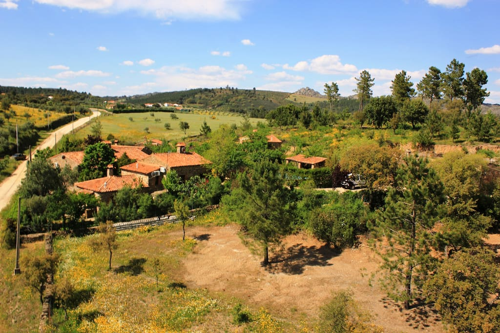 Vista de la Finca,solo a 800 metros de un pequeño pueblo y ruta de dolmenes