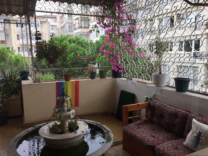 Bright/colourful artist apartment / Kadikoy center