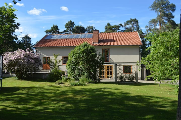 Spacious house 10min from Stockholm