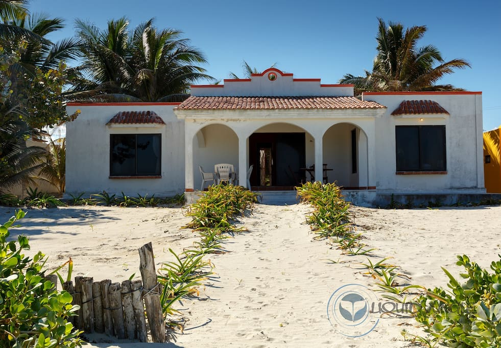 fachada desde la playa
