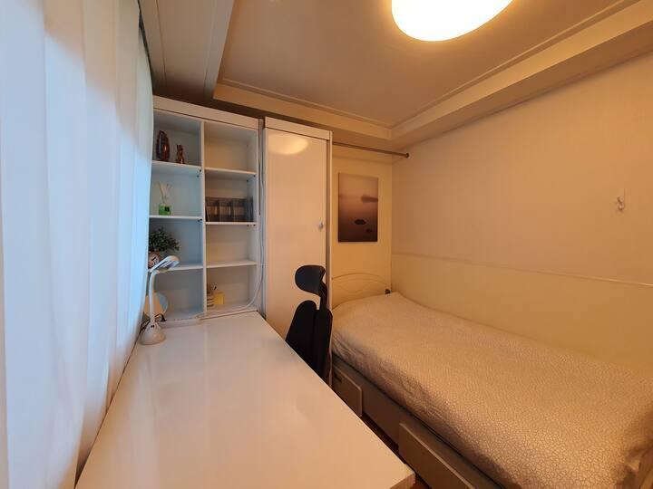 305 Clean Studio(private toilet&Kitchen) nearby KU