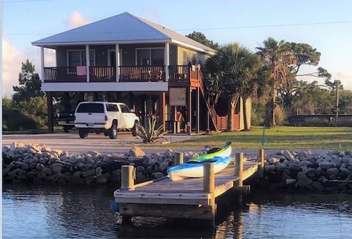 Paws In the Sand -Pet Friendly - 3BR/3BA Bay Front