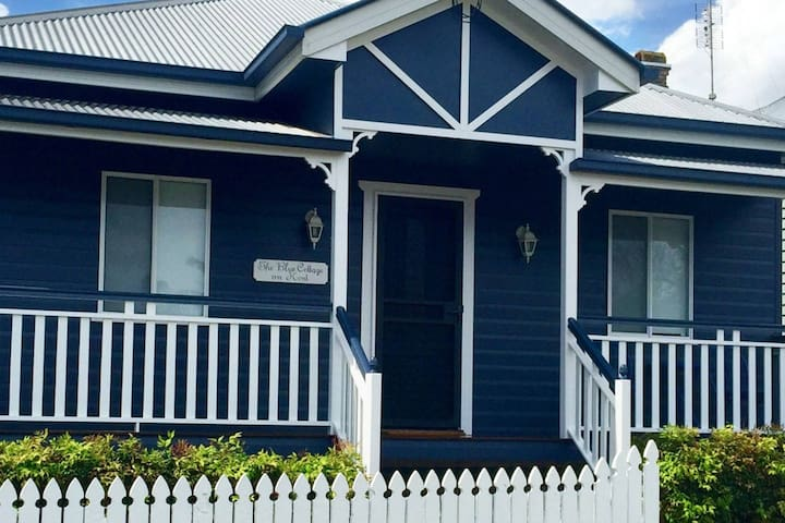 The Blue Cottage on Kent - East Toowoomba - House