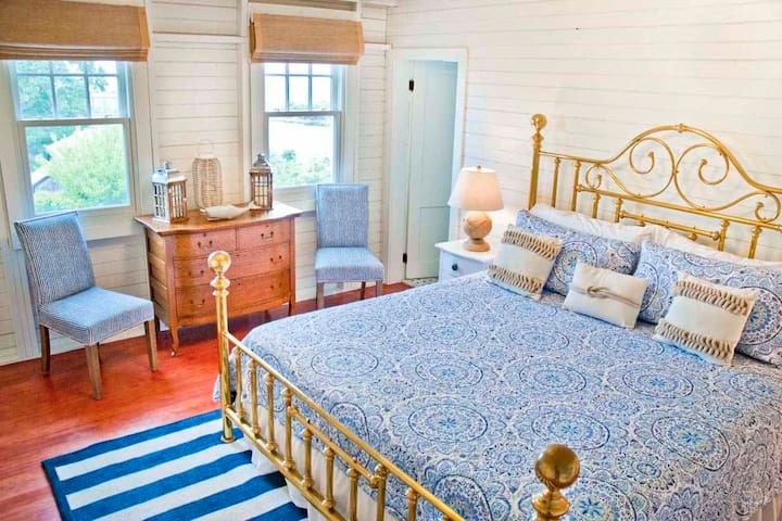 King Master bedroom with private bath