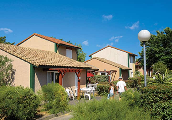 Sun Hols Villas Du Lac 129 - Quality 2 Bed Villa near Surfing Centre of Hossegor, South West France