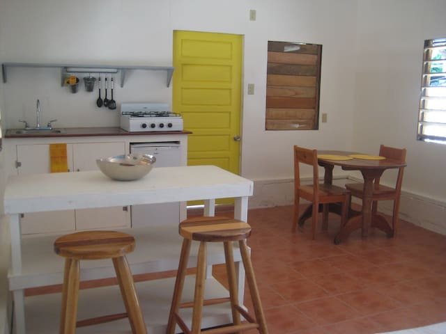 Baby Bungalow! - Caye Caulker - Dom